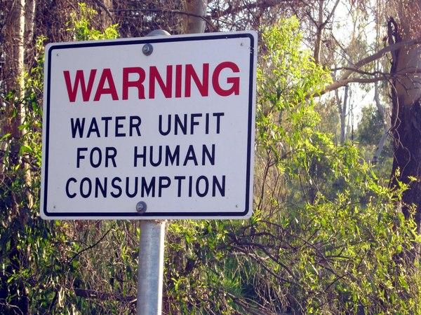 Waarskuwing teen die drink van besoedelde water